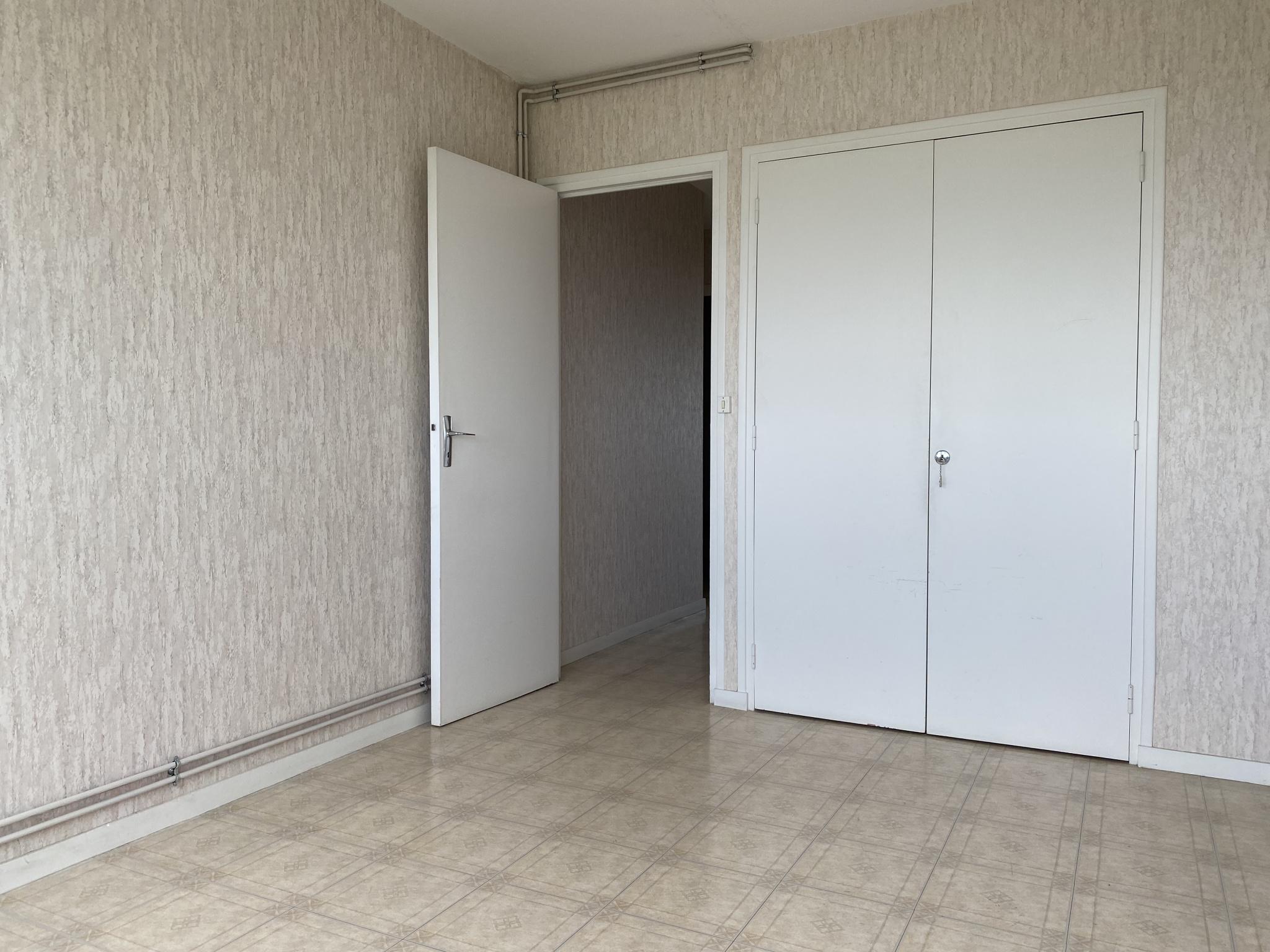 appartement la rochelle APPARTEMENT DE TYPE 4 AVEC CAVE ET STATIONNEMENT